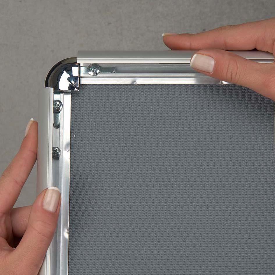 Klapprahmentechnik aus eloxiertem Aluminium