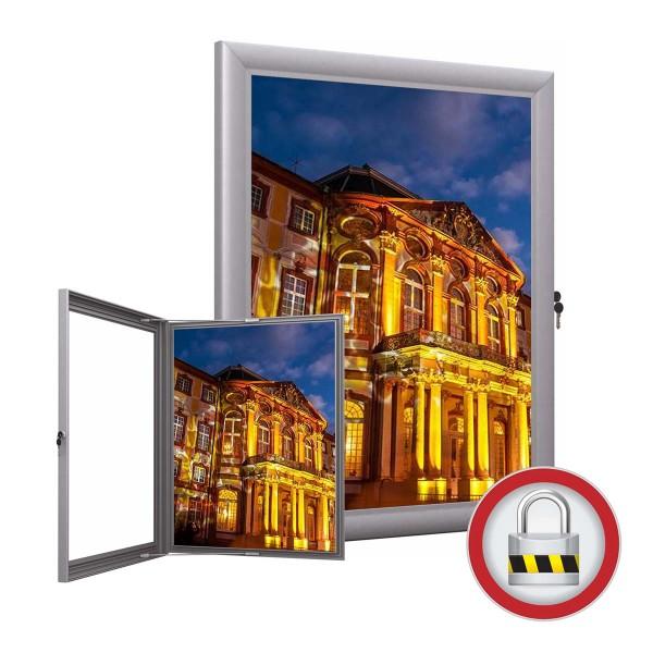 Wetterfester Schaukasten mit LED-Beleuchtung für Poster und Plakate. Aluminium-Profil mit abschließbarer Tür